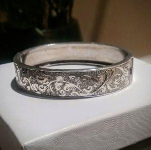 Jewelry - Bracelet - Vintage Cuff Bangle Bracelet
